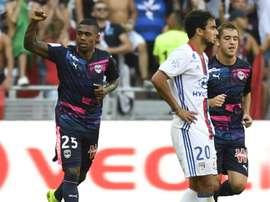Le défenseur Rafael et l'Olympique lyonnais se sont inclinés sur leur pelouse devant Bordeaux. AFP