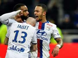 Alexandre Lacazette fête son penalty réussi pour Lyon face à Dijon. AFP
