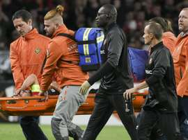 Damien Da Silva, sort sur civière, lors du match contre le Celtic. AFP