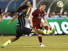 Le joueur de Manchester City Jason Denayer (g) lors du match face à Liverpool. AFP