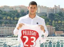 Le nouvel attaquant de Monaco l'Italien Pietro Pellegri lors de sa présentation. AFP