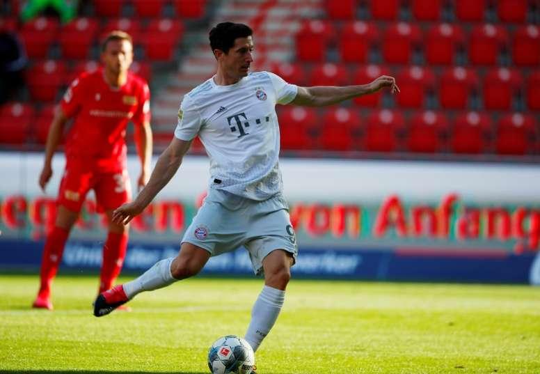 A dieta maluca que garante 40 gols por temporada a Lewandowski. AFP