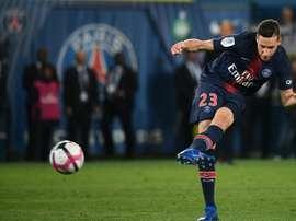 Draxler se puso a los pies del flamante campeón del mundo. AFP