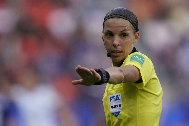Stéphanie Frappart, la otra gran ganadora de la noche. AFP