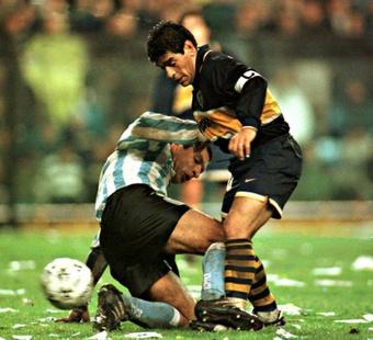 Diego Maradona avec le maillot de Boca Juniors en 1997