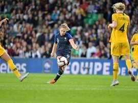 Eugénie Le Sommer (c) auteure des buts de la victoire 2-0 face à l'Australie. AFP