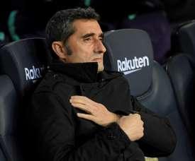 Ernesto Valverde suit le match contre SD Eibar au Camp Nou. AFP
