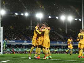 Cristian Bentenke félicité par ses coéquipiers après son but pour Crystal Palace face à Everton, le 30 septembre 2016 au Goodison Park