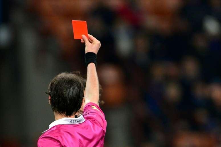 Tous les matches de foot suspendus après une attaque contre un arbitre. afp