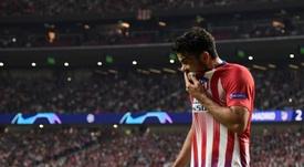 Diego Costa blessé quitte le terrain face au FC Bruges. AFP