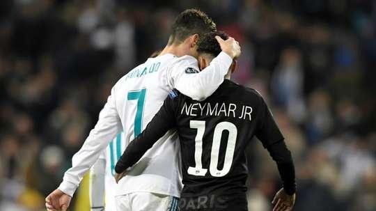 Aseguran que CR7 y Neymar quieren jugar juntos. AFP