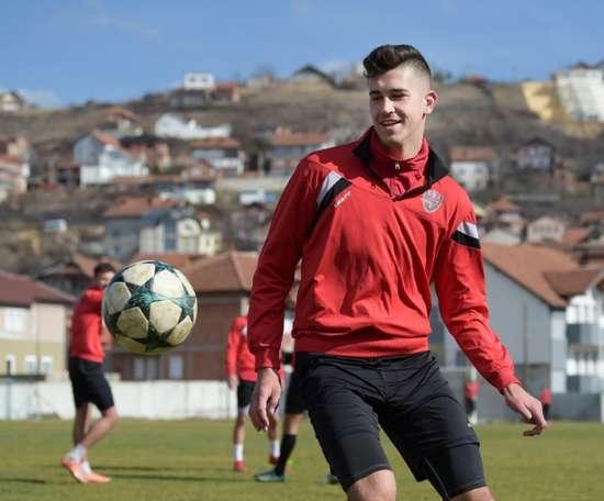 Au Kosovo, la solitude du joueur de football serbe. AFP
