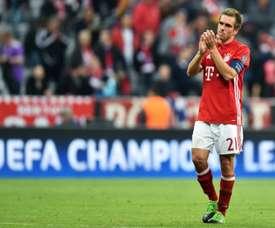 El Hamburgo y el St Pauli quieren que Lahm vuelva a calzarse las botas. AFP