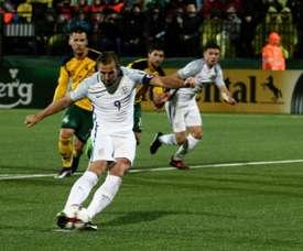 L'attaquant anglais Harry Kane transforme un penalty face à la Lituanie. AFP