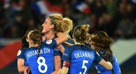 La joie des Françaises après le but de Kheira Hamraoui face à lUkraine, en qualifications à lEuro -2017, le 11 avril 2016 à Valenciennes