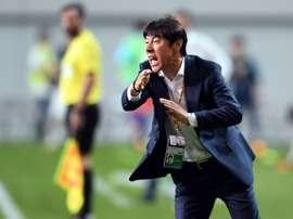 Le sélectionneur sud-coréen Shin Tae-yong donne des consignes lors d'un match de qualification. AFP