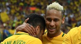 Dani Alves sait que Neymar retournera à Barcelone. AFP
