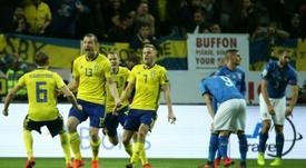 Johansson entró por la lesión de Ekdal, y dio el triunfo a los suecos. AFP