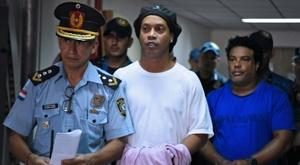 Kaká falou sobre a situação de Ronaldinho na prisão. AFP