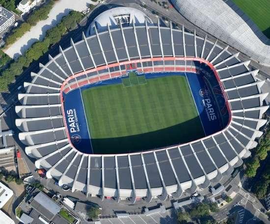 Vue aérienne du Parc des princes à Paris, le stade du PSG. AFP