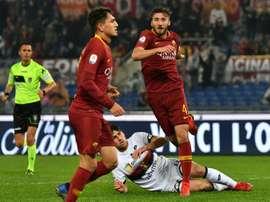 Bryan Cristante (d) exulte après avoir marqué le but de la victoire pour la Roma. AFP