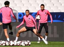 Mbappé s'oppose au départ de Neymar. AFP