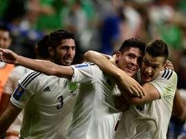 Les Mexicains se congratulent après un but d'Edson Alvarez contre Curaçao. AFP