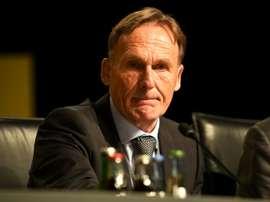 Hans-Joachim Watzke réagit au danger. AFP