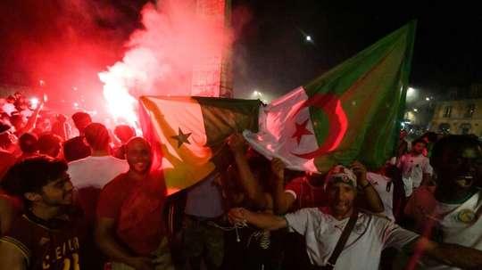 282 interpellations en France. AFP