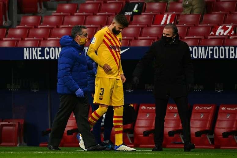 FC Barcelone: Piqué souffre d'une entorse du genou droit. AFP