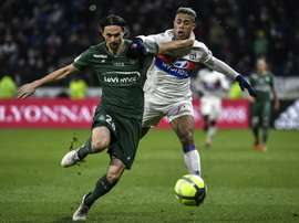 Lyon e Saint-Étienne empataram em 1-1. AFP