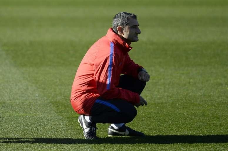 L'entraîneur espagnol du FC Barcelone, Ernesto Valverde, durant une session d'entraînement. AFP