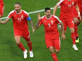 Serbia empató pese a los dos goles de Mitrovic. AFP