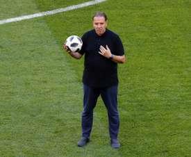 Nabil Maaloul, dirige une séance dentraînement au stade de Saransk. AFP