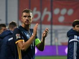 Dzeko se ha convertido en el favorito del United para reforzar la delantera. AFP