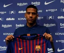 O Barça continua com o plano de emprestar Todibo. AFP