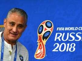 Le capitaine serbe et le sélectionneur du Brésil devant la presse. AFP