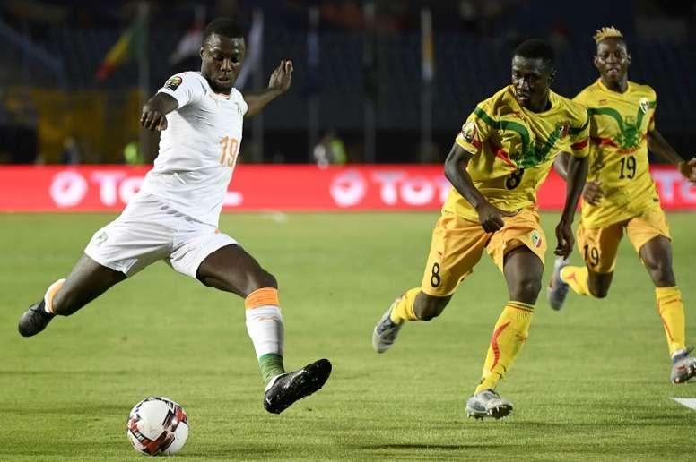Nicolas Pépé (g) lors dun match contre le Mali. AFP