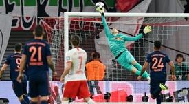Peter Gulacsi sauve un but lors du match nul à domicile 1-1 face au Bayern Munich. AFP