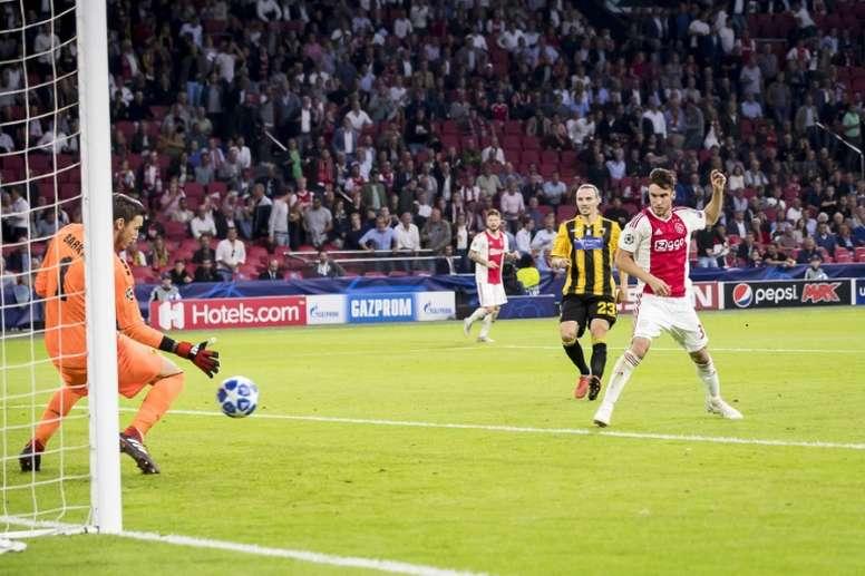 Tagliafico debutó en la Champions e hizo dos goles. AFP