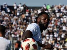 Adebayor a fait ses grands débuts au Paraguay sous le maillot d'Olimpia. AFP