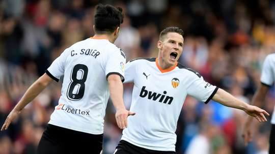Valencia are not sure what to do with Gameiro (R). AFP