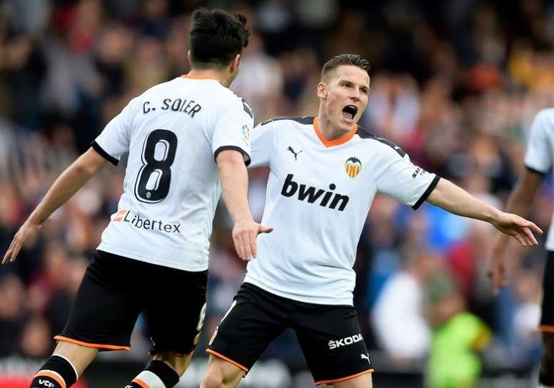 El dilema del Valencia con Gameiro. EFE