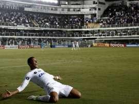 L'attaquant de Santos David Braz, double buteur contre les Péruviens du Sporting Cristal. AFP