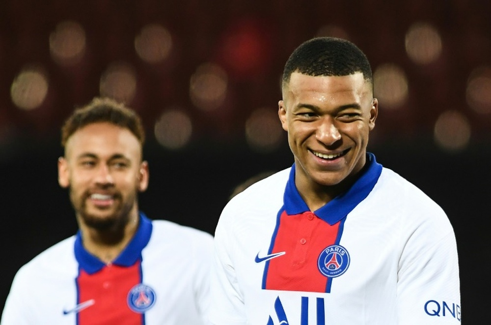 Mbappé continues refusing to renew. AFP