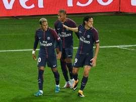 Neymar Jr, Kylian Mbappé et Edinson Cavani à la fête après le premier but de Paris contre Lyon. AFP