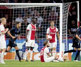Un ex jugador del Ajax no ve claro el fichaje de Hassana Bandé. AFP