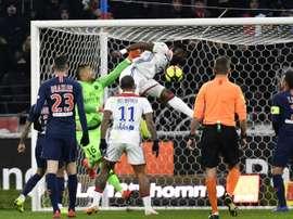 Moussa Dembélé égalise de la tête face au PSG. AFP