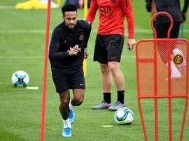 Hystérie à Barcelone et calme à Madrid pour Neymar. AFP