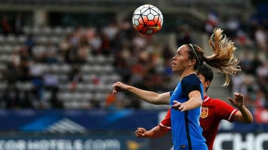 La milieu de terrain française Camille Abily lors dun match amical contre la Chine au stade Charléty à Paris, le 16 juillet 2016
